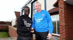 Tiote and Pardew shake hands on new deal.